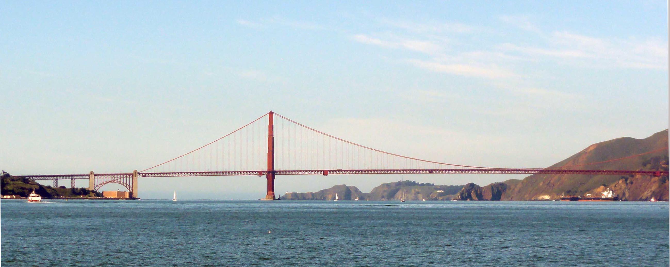 Golden Gate Bridge, pont suspendu en acier, inauguré en 1937 après quatre ans de travaux