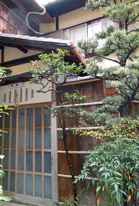 La maison de structure bois s'accorde avec la philosophie zen et s'adapte aux risques sismiques du Japon