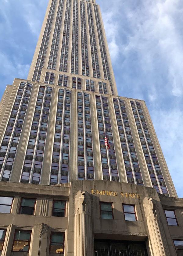 Au pied de l'Empire State Building, façade style Art déco
