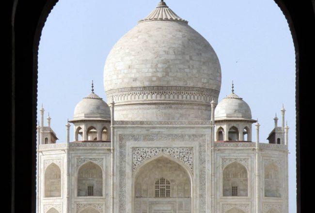 Le dôme se dresse au centre du Taj Mahal