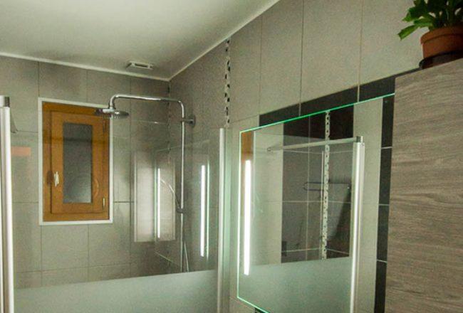 Douche à l'italienne sur toute la largeur de la salle d'eau, un choix optimisé de Stéphane et Muriel.