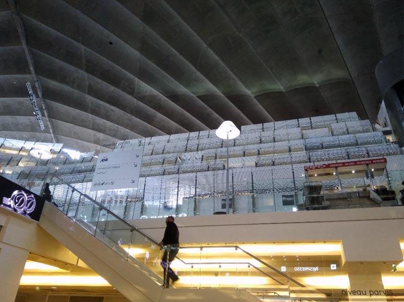 Deux niveaux structurent l'intérieur du CNIT