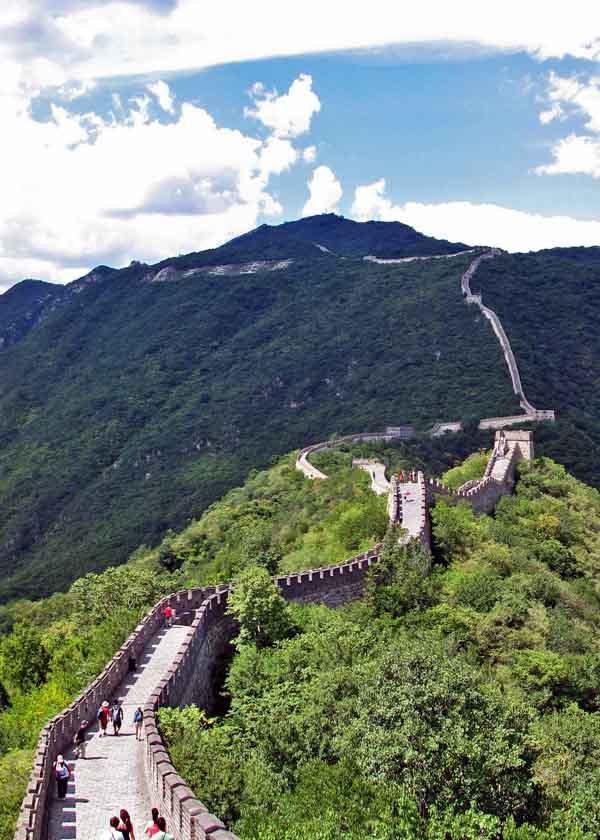 La muraille épouse le sommet des montagnes (Flickr, Gregory)